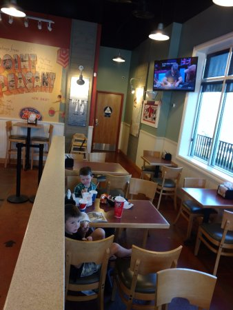 Corona, Kalifornia: DINING ROOM
