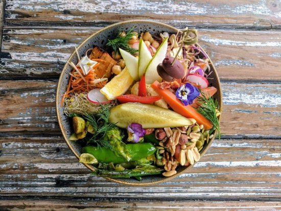 Thirroul, Australien: Our famous Buddha Bowl. Add sticky roasted pork, spiced chicken or seaweed and sesame omlette