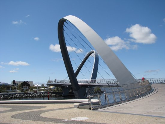 "Adina Apartment Hotel Perth: The ""new"" bridge at Elizabeth Quay"