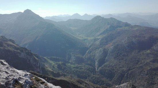 Lagos de Covadonga: Mirador de Ordiales, desde lago Enol unos 20,31 km
