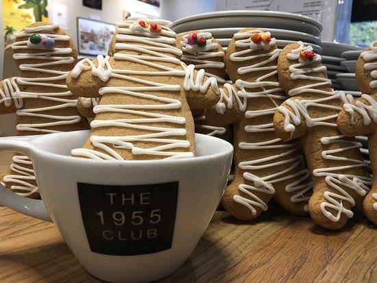 Walton-On-Thames, UK: Gingerbread Men at The 1955 Club