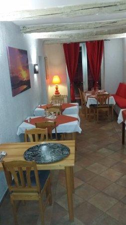Roquevaire, France : autre salle