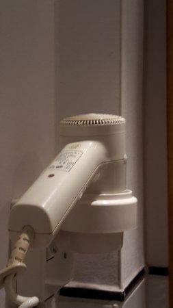 Althoff Hotel Am Schlossgarten: Deluxe Room Bathroom hairdryer