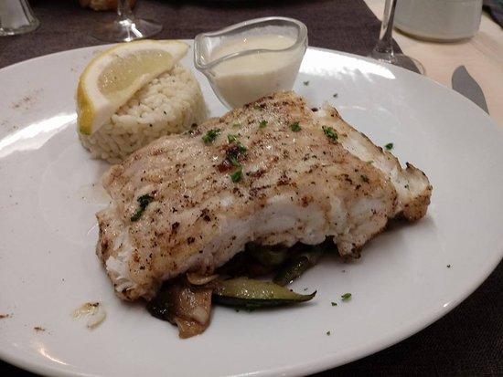 Escalles, France: plat du jour vis met rijst en juliennegroentjes