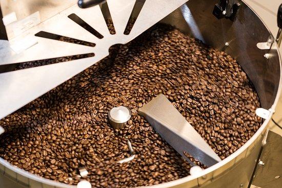 Koelenhof, South Africa: Coffee roastery in store