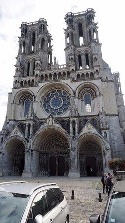 Laon, France: Westwerk der Kathedrale