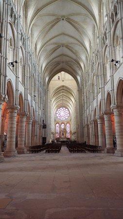 Laon, Frankrijk: Langhaus und Hochchor