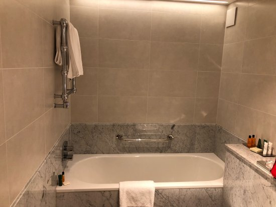 Hilton Budapest: Zweitstöckige King Suite