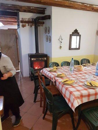 Rossiglione, Italy: L'interno con stufa a legna