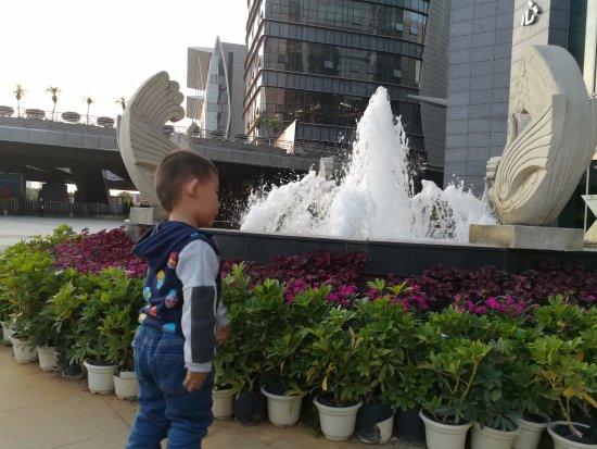 Liuzhou, Cina: 樓底噴泉