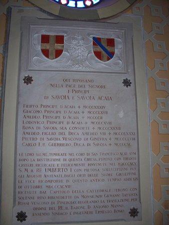 Pinerolo, Italie : tombe dei principi di Acaja