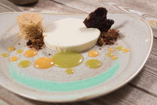 Moutsouna, Griechenland: deconstructed cheese cake with traditional Naxian kitron
