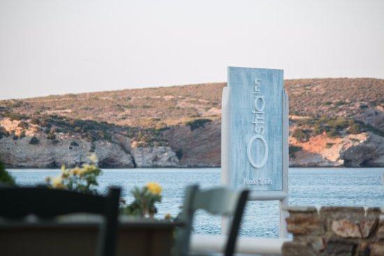 Moutsouna, Griechenland: Ostria Inn sign