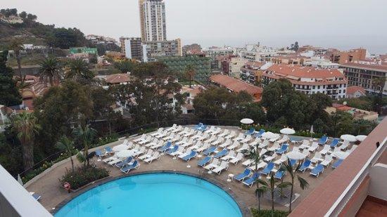 Hotel El Tope: Piscina, solárium y vistas