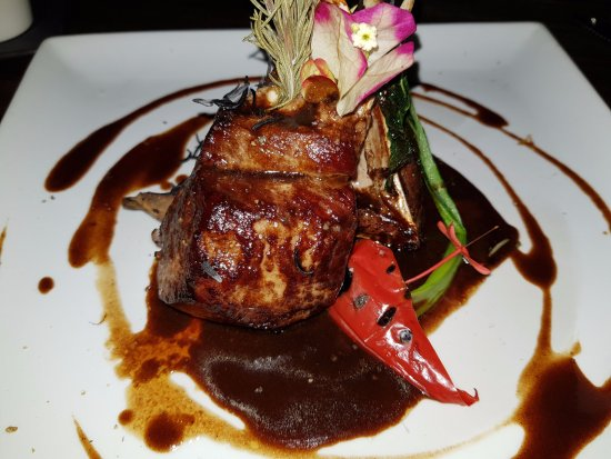 Bora Bora Yacht Club : Rack of lamb with rosemary, strong lamb gravy served with creamy risotto