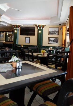 Hollandaise: Great restaurant and bar