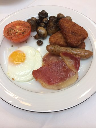 Grange City Hotel: Breakfast looking more appetising than it actually was.