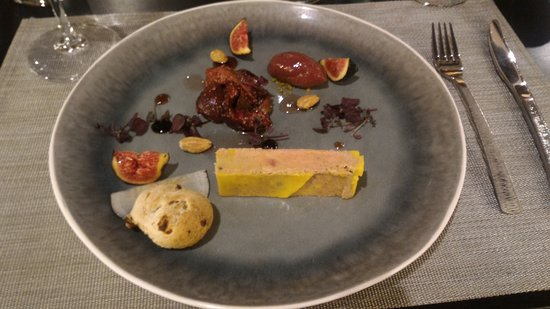 Cellettes, Francia: Pressé de foie-gras à la baie de Szechuan rouge et déclinaison de figues