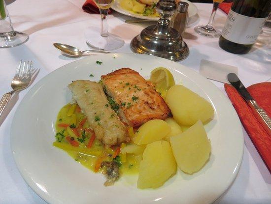 Wunstorf, Alemania: Lachs und eine andere Fischsorte