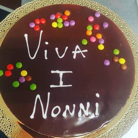 Galliate, Italië: torta per la festa dei nonni
