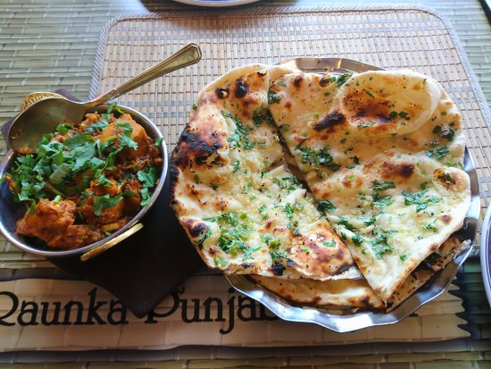 Southall, UK: Chicken Bhuna with Garlic and Chilli Naan