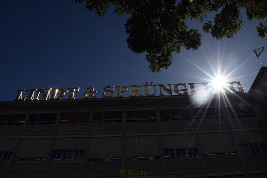 Kilchberg, İsviçre: Frontaufnahme vo der Seestrasse
