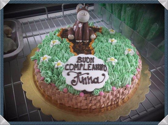 Torta Di Compleanno Con Decorazioni Con Sac A Poche E Pasta Di