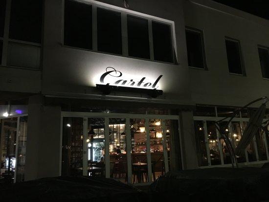 Banska Bystrica, Eslovaquia: Takto vás víta Cartel vo večerných hodinách