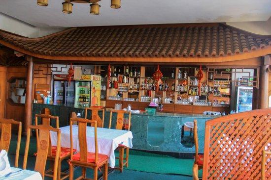 Fang Fang Hotel: Well equiped bar