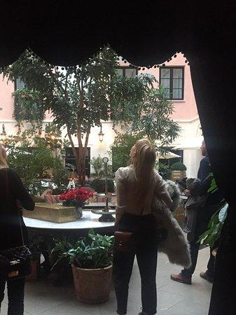 MJ's Hotel Photo