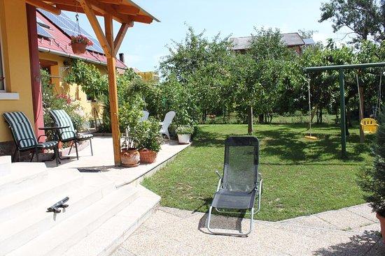 Alsoors, Macaristan: garden area