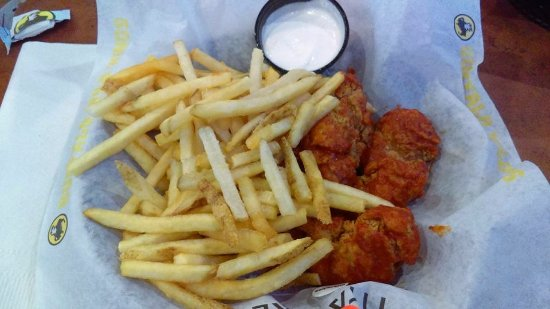 Bowie, MD: boneless wings, blue cheese sauce