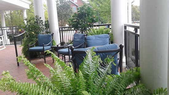 Berea, KY: outside seating