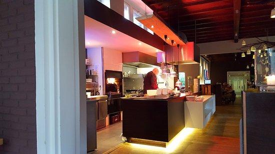 Barchem, Pays-Bas : Open keuken met houtoven én chef Daniël