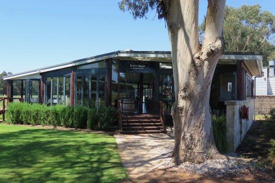 Wilyabrup, Australia: Restaurant / Cellar