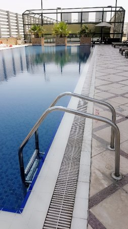 Fraser Suites Dubai: Pool