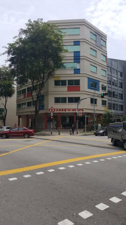 Tai Hoe : Front of hotel from City Square Mall
