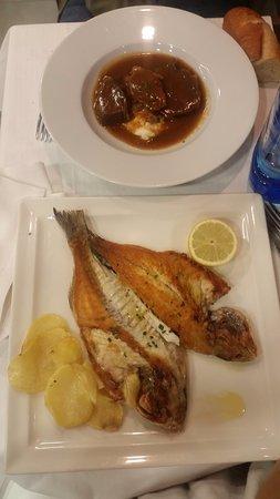 Restaurante Cafetería Pentxo: Segundos: Carrillera sobre cremoso de patata y queso y dorada a la bilbaína