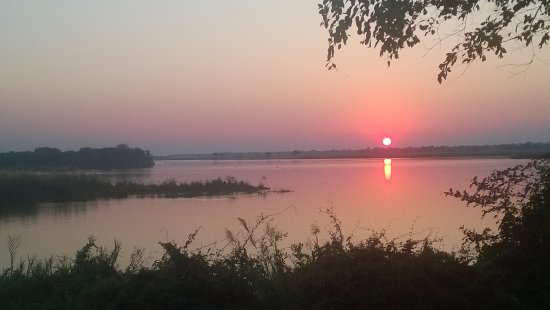 Chirundu, แซมเบีย: View from the tent at dawn