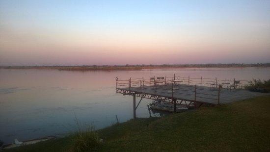 Chirundu, แซมเบีย: main deck over the Zambezi
