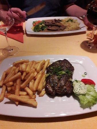 Wachenheim an der Weinstrasse, Alemanha: Das Winzersteak mit Kräuterbutter und Pommes und das alles für 10,50€