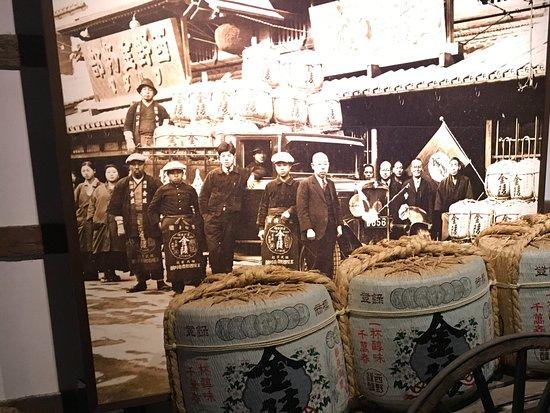 Kotohira-cho, Japão: Старинная фоттграфия сотрудников сакэдельни