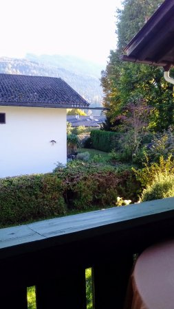 Haus Hoellental: Nice small balcony with chilling view.