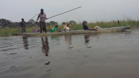 Maun, บอตสวานา: Navegando por el rio