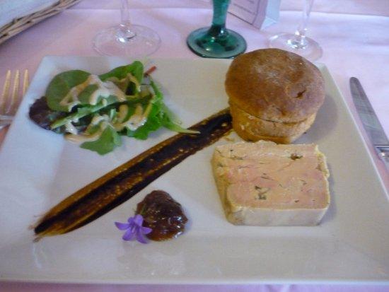 Croutelle, France: foie gras et sa brioche aux raisins, un regal