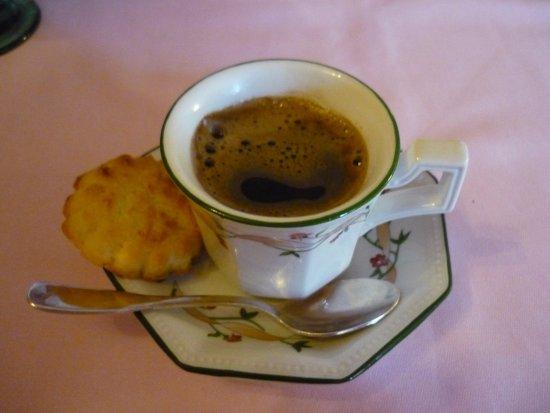 Croutelle, France: café avec son broyé du poitou
