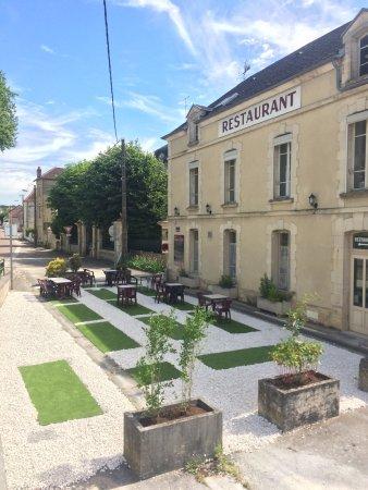 Ravieres, Francja: L'Idylle