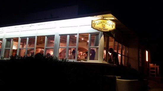 Agios Stefanos, Grécia: Restaurant (outside)
