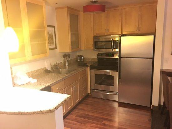 Residence Inn Minneapolis Plymouth: kitchen