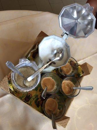 Bossolasco, Italien: ... e alla fine un buon caffè nel vetro!